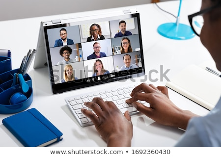 Zwarte vrouw laptop glimlachend afro-amerikaanse vrouw ontspannen Stockfoto © Edbockstock