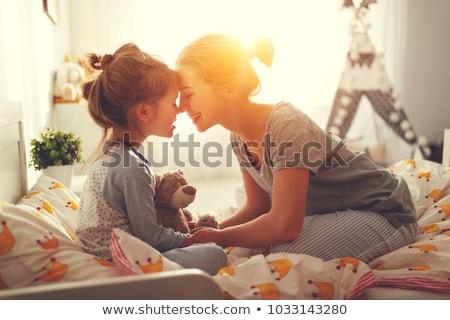 Mãe filha preto e branco retrato mulher Foto stock © rosipro