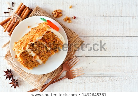 Foto stock: Bolo · de · cenoura · comida · cor · cenoura · guardanapo · peça