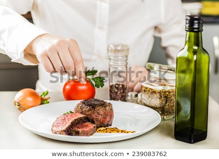 Küchenchef Grüns bereit Abendessen Olivenöl Stock foto © OleksandrO