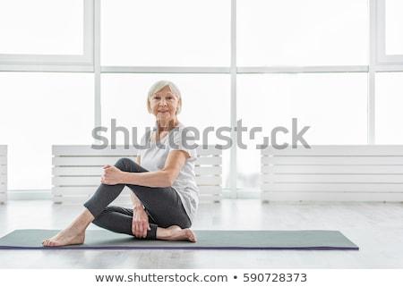 posiedzenia · piętrze · kobieta · szczęśliwy · krzyż - zdjęcia stock © ambro