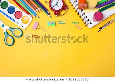 volver · a · la · escuela · escuela · materiales · manzana · roja · escritorio - foto stock © stephaniefrey