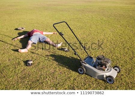 trabajador · malezas · cerca · hierba · hombre · trabajo - foto stock © is2