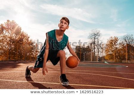Meninos jogar basquetebol ao ar livre parque Foto stock © JamiRae