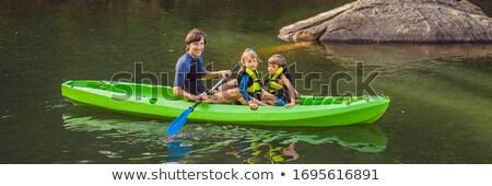 nino · canoa · joven · escénico · lago · familia - foto stock © galitskaya