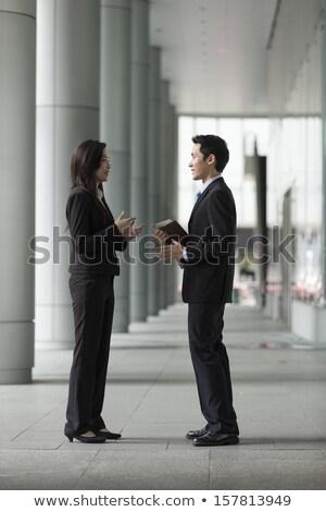 üzletemberek · megbeszélés · kívül · iroda · modern · nő - stock fotó © freedomz