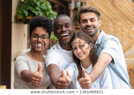 Sokoldalú többnemzetiségű barát csoport fiatalok fiatal felnőtt Stock fotó © cienpies