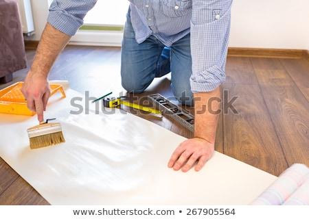 Klusjesman lijm behang gebouw man Stockfoto © photography33