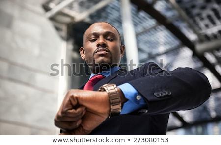 Foto stock: Empresário · preto · relógio · prazo · de · entrega · cabeça · não