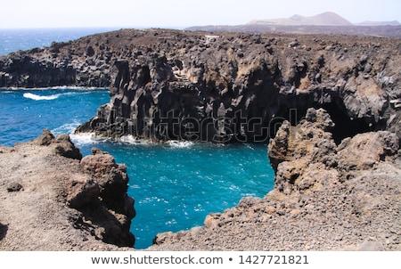 Kaba kıyı manzara dağ okyanus Stok fotoğraf © meinzahn