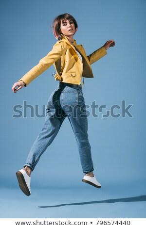 Foto d'archivio: Jumping · giovane · ragazza · studio · moda · sport · bellezza