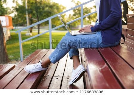 Сток-фото: женщину · сидят · улице · парка · шаги · используя · ноутбук