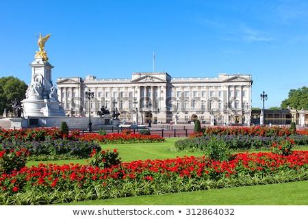 Buckingham · Palace · Londen · gebouw · veiligheid · zomer · reizen - stockfoto © chrisdorney