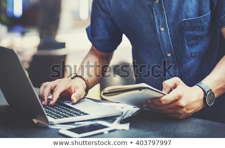 kávéscsésze · kortárs · munkahely · pénzügyi · papírok · számítógép - stock fotó © pressmaster
