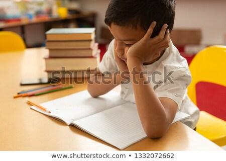 Ver estudante adormecido estudar tabela Foto stock © wavebreak_media