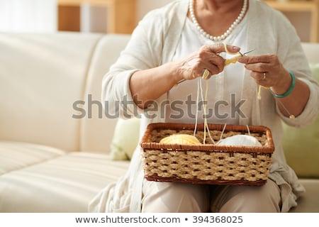 Gewas vrouw home onherkenbaar handgemaakt Stockfoto © dashapetrenko