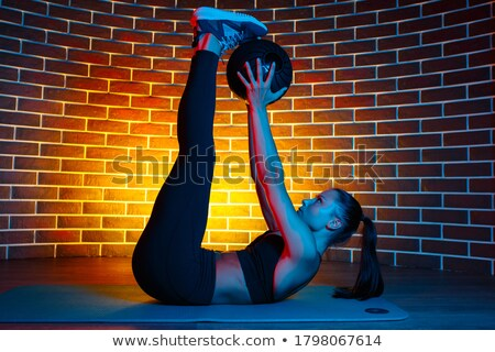 Brunette hurken gymnasium bal vrouw lichaam Stockfoto © photography33