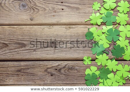 Yeşil kâğıt yonca ahşap Aziz Patrick Günü Stok fotoğraf © dolgachov