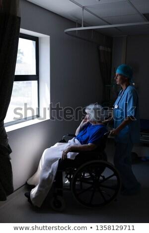 側面図 白人 女性 外科医 車いす ストックフォト © wavebreak_media