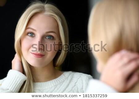 Koncentrált csinos fiatal nő pózol bent kép Stock fotó © deandrobot