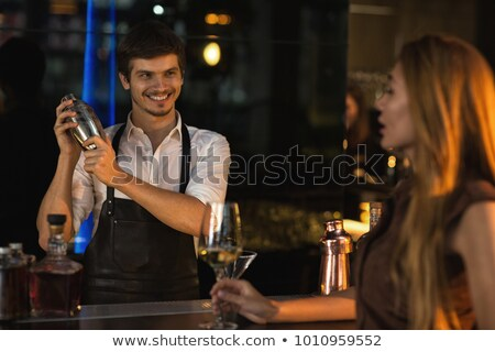 amigos · coquetel · bar · potável · cocktails - foto stock © Kzenon