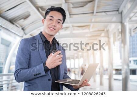 Heureux asian affaires comprimé ordinateur homme Photo stock © NikoDzhi