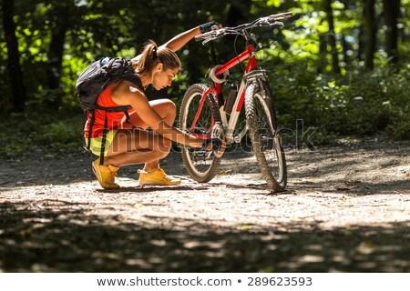 női · motoros · javít · hegyi · kerékpár · vidék · nő - stock fotó © wavebreak_media