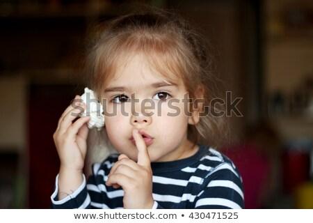 Criança escuta concha soar mar verão Foto stock © robuart