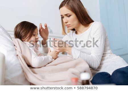 Mãe cuidar insalubre filha casa Foto stock © dolgachov