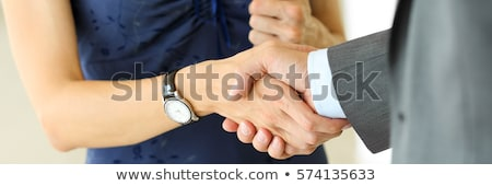 mujer · de · negocios · caucásico · hombre · apretón · de · manos · oficina - foto stock © is2