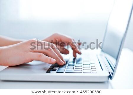 oficina · empleado · portátil · aislado · blanco · ordenador - foto stock © elnur