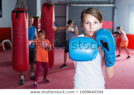 jonge · bokser · jonge · man · bokshandschoenen · grijs · man - stockfoto © val_th