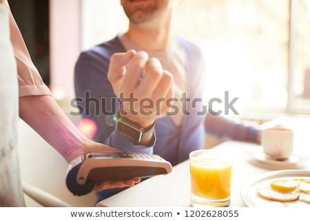 Fizet kortárs üzletasszony tart csukló zárt Stock fotó © pressmaster