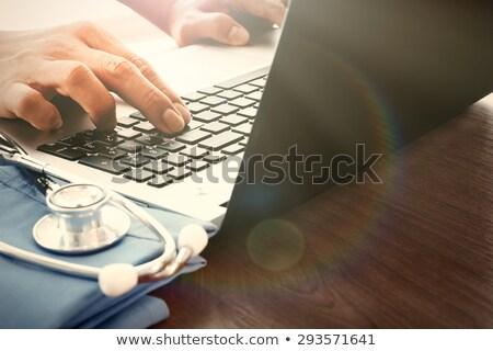 Médico de trabajo portátil laboratorio femenino carácter Foto stock © robuart