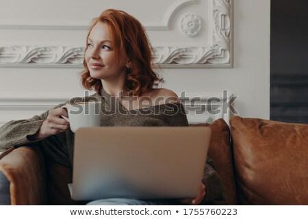 Shot gelukkig vrouw freelancer Stockfoto © vkstudio