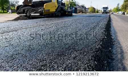 vrachtwagen · asfalt · bouw · mannen · werken · weg - stockfoto © vlaru
