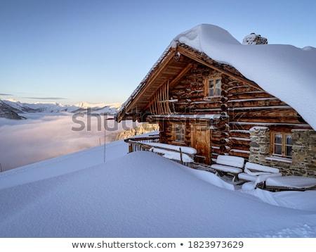 Hut berg vallei winter landschap sneeuw Stockfoto © Kotenko