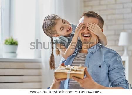 gelukkig · moeder · verjaardag · aanwezig · kind · vakantie - stockfoto © dolgachov