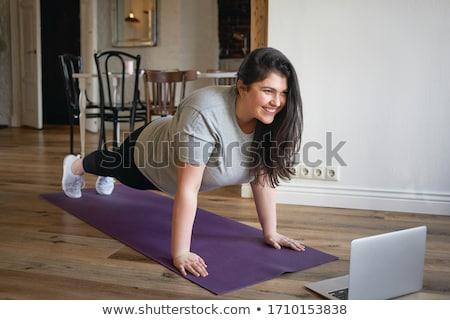 grupo · mulheres · sessão · ioga · meditando · estúdio - foto stock © pressmaster