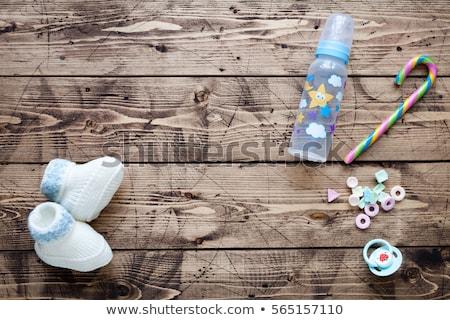 Enfants chaussures table en bois mot bureau mode Photo stock © fuzzbones0