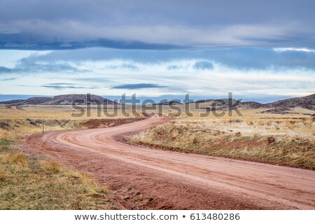 Suciedad rancho carretera Colorado distante Foto stock © PixelsAway