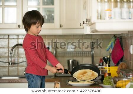 doce · criança · ajuda · mamãe · cozinha - foto stock © ElenaBatkova