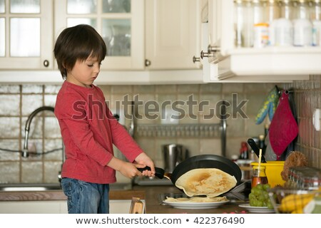Stock foto: Süß · Vorschule · Kind · helfen · mom · Küche