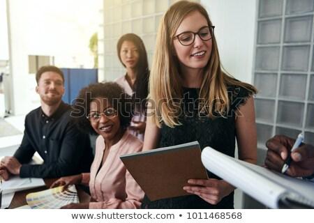 üzletemberek · jegyzetel · csoport · megbeszélés · nő · iroda - stock fotó © photography33