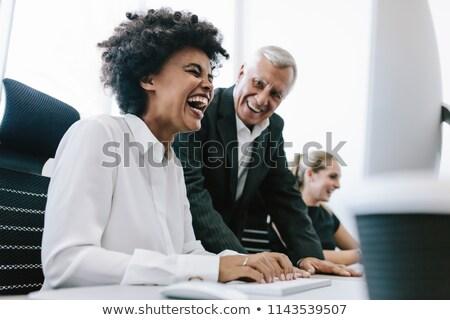 altos · mujer · de · negocios · escrito · notas · sonriendo · mirando - foto stock © nyul
