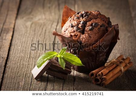 Sabroso chocolate muffin menta mesa de madera superior Foto stock © Yatsenko