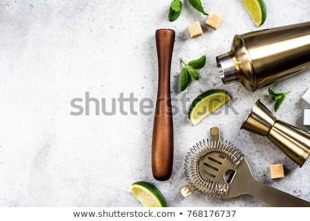 Koktajl przybory zestaw bar narzędzia drewniany stół Zdjęcia stock © karandaev