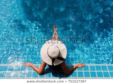 vrolijk · dame · ontspannen · hotels · zwemmen · zwembad - stockfoto © aikon