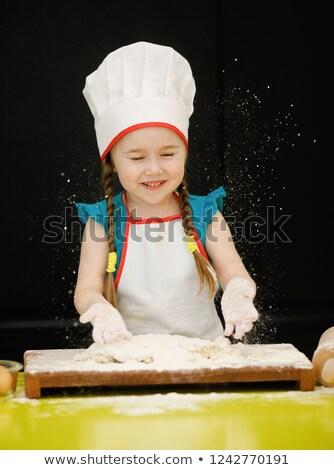 jonge · man · keuken · eigengemaakt · pizza · schort · klaar - stockfoto © juniart