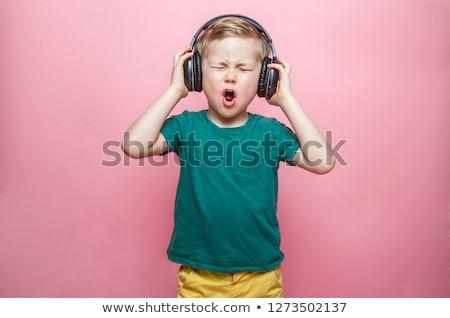 kind · luisteren · muziek · hoofdtelefoon · weinig · mooie - stockfoto © vladacanon